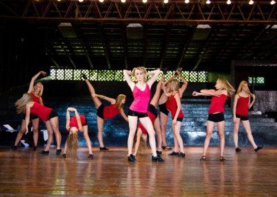 3 - blondes dancing